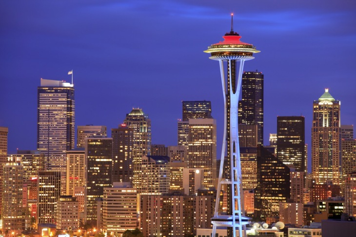 seattle-skyline-crimson-and-blue-space-needle